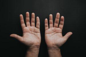 手首の痛みは捻挫?それとも腱鞘炎?