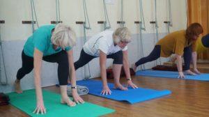 加齢や運動不足で起こるケガの予防方法
