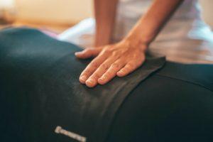 背骨や腰椎のゆがみが腰痛の原因